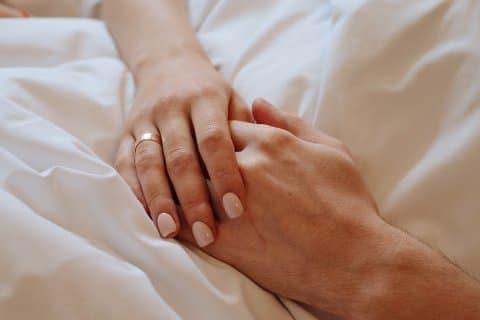 thanatopraxie-rens-de-peijper-mijn-vader-komt-te-overlijden-handen